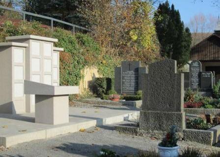 Urnenstelen jetzt auch in Schwanheim und Zell